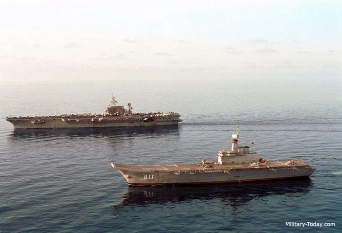 Tốc độ tối đa của tàu sân bay HTMS Chakri Naruebet đạt 27 hải lý/giờ. Ảnh: Military-Today.