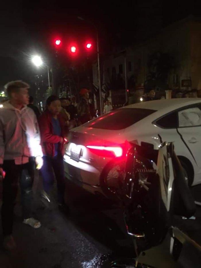 Vụ 2 xe máy tông Ôtô Audi khiến 3 người thương vong: Nạn nhân thiệt mạng là cô gái mới 18 tuổi