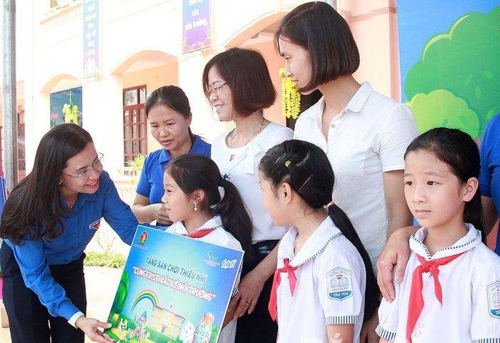 Báo Tiền Phong: Cùng uống sữa chung tay bảo vệ môi trường