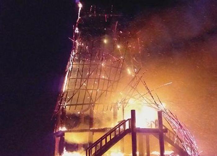 Báo Dân Sinh: Kon Tum: Nhà rông truyền thống bị cháy rụi hoàn toàn