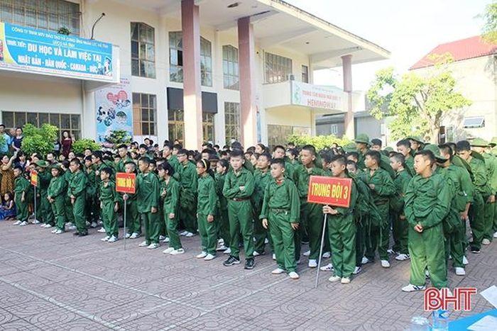 120 'chiến sỹ nhí' Hà Tĩnh lên đường tham gia Học kỳ trong quân đội