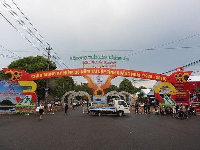 Báo Nhân Dân: Khai mạc Hội chợ triển lãm sản phẩm núi Ấn sông Trà năm 2019