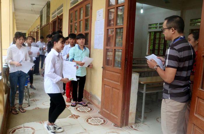 Báo TNMT: Lào Cai: Hàng trăm thí sinh vùng lũ đi thi an toàn