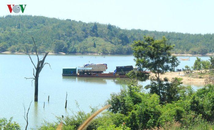 Báo VOV: Lật phà chở ô tô trên lòng hồ thủy điện Sê San, 1 người tử vong