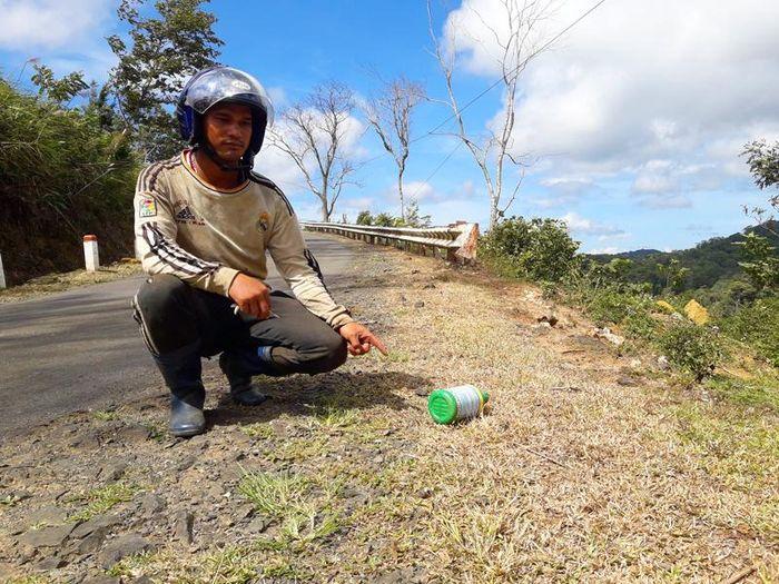 Báo Dân Việt: Vụ phun thuốc diệt cỏ ven QL24: Công ty nói nhân viên làm liều