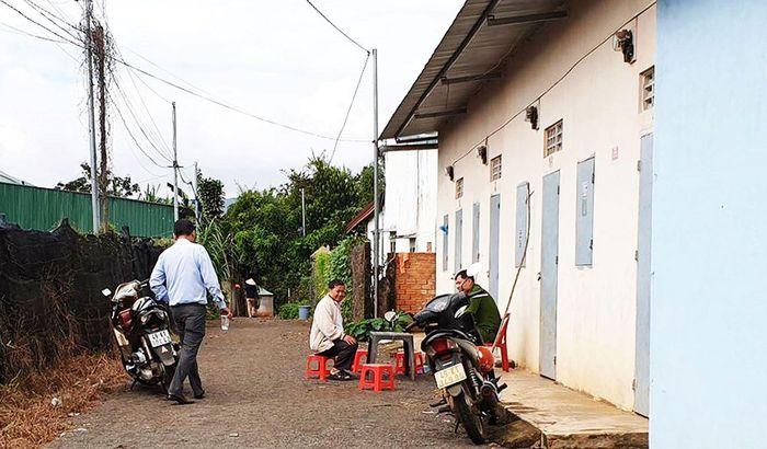 Báo Tiền Phong: Ám ảnh, chồng bịt miệng đâm chết vợ trước mặt con gái 4 tuổi