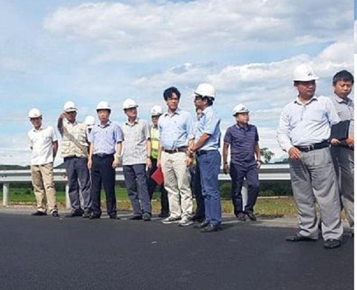 Báo Người Đưa Tin: Tổng cục Đường bộ thị sát công tác sửa chữa cao tốc Đà Nẵng - Quảng Ngãi lún như ... luống khoai
