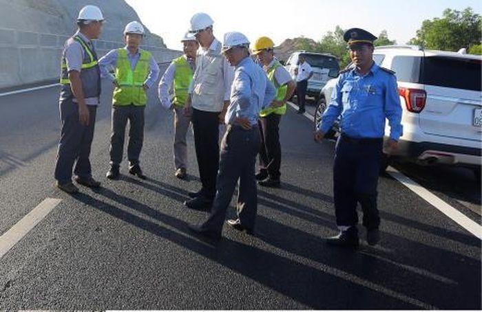 Báo Đất Việt: Cao tốc 34.500 tỷ hư hỏng: Mặt đường bị lún trồi