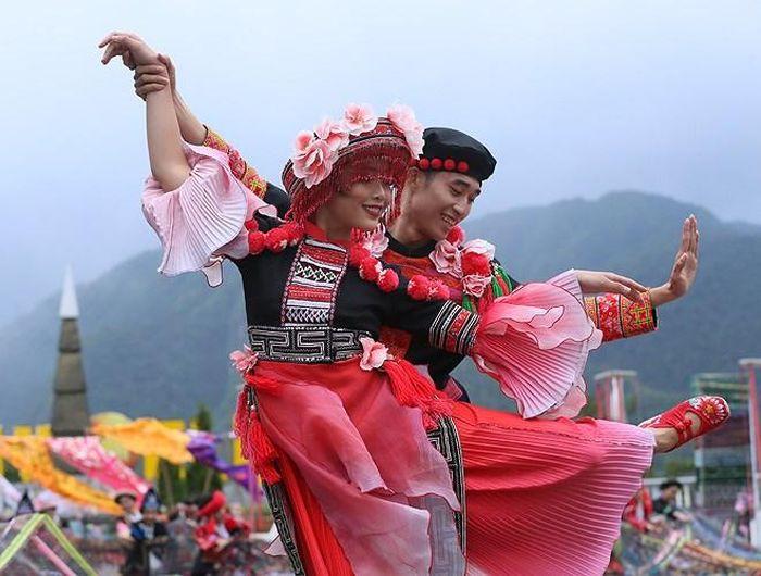 Những điệu múa ngập tràn cảm xúc khi người dân vùng cao được sống trong một không gian đẹp như thơ giữa núi rừng, thung lũng