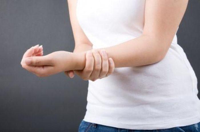 Tê bàn tay trái, bàn tay phải là dấu hiệu bệnh nặng gì?