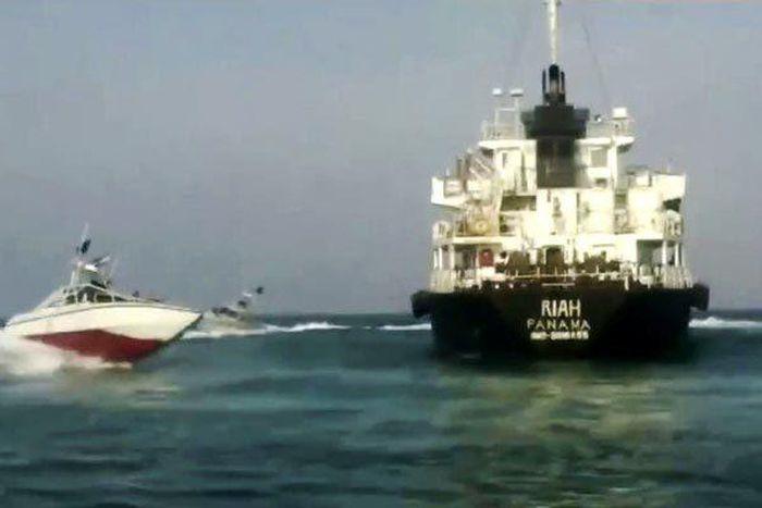 Iran bất ngờ thả 9 thủy thủ của tàu dầu bị bắt - Báo nhanh 24/7