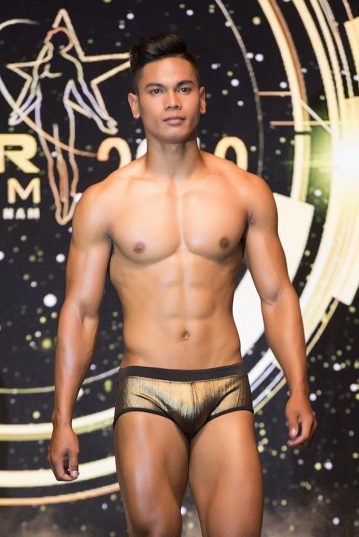 'Nhức mắt' với body chuẩn 6 múi của các thí sinh Mister Việt Nam 2019