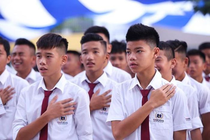 Lòng yêu nước phải bắt đầu từ tình yêu gia đình, mái trường, yêu kính thầy cô, cha mẹ. (Ảnh: PV/Vietnam+)