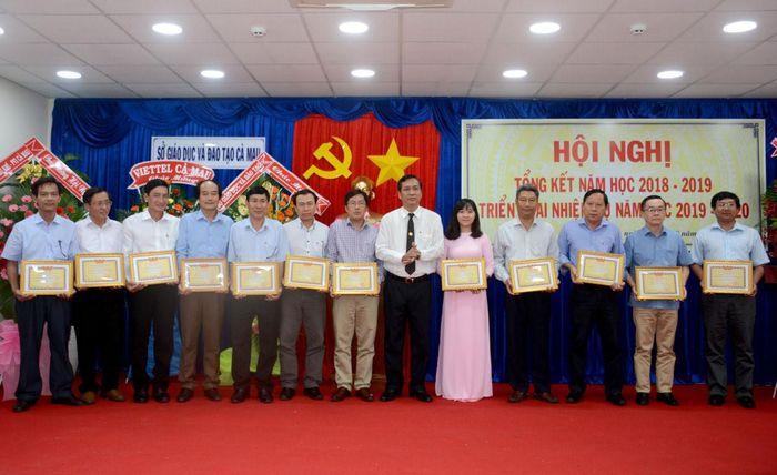 Sở GD&ĐT Cà Mau được tặng Cờ thi đua của Chính phủ