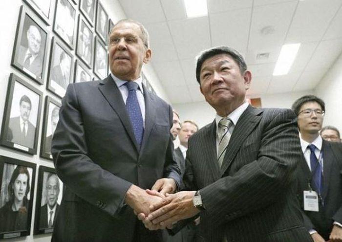 Nhat Ban, Nga nhat tri thuc day dam phan hiep uoc hoa binh