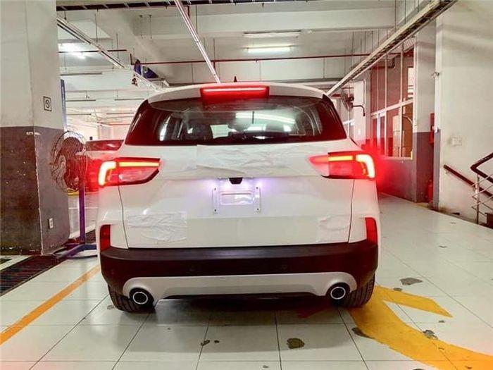 Chi tiết Ford Escape 2020 tại đại lý, sắp đến tay khách hàng