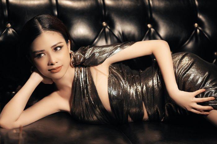 Dương Hoàng Yến bất ngờ đổi style gợi cảm
