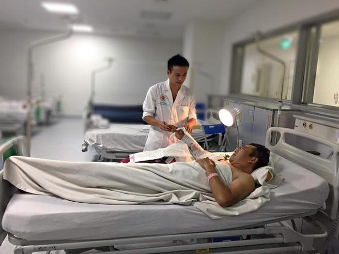 Hồi sinh cánh tay bị đứt lìa cho nam công nhân