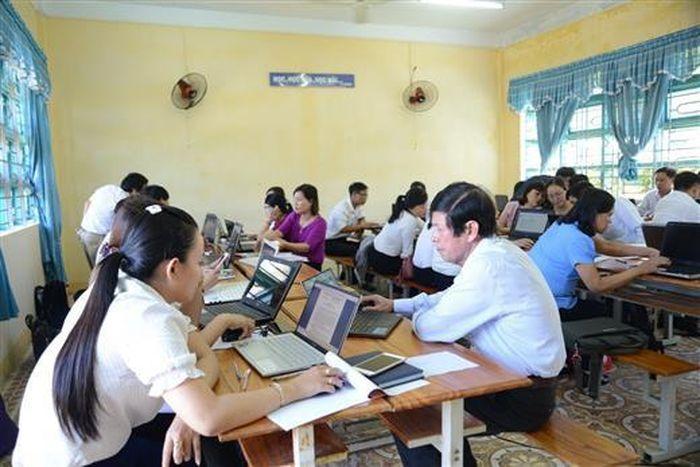 Bộ Giáo dục và Đào tạo hướng dẫn các đại học, học viện, trường đại học, trường cao đẳng sư phạm và trung cấp sư phạm tổ chức triển khai 6 nhiệm vụ.