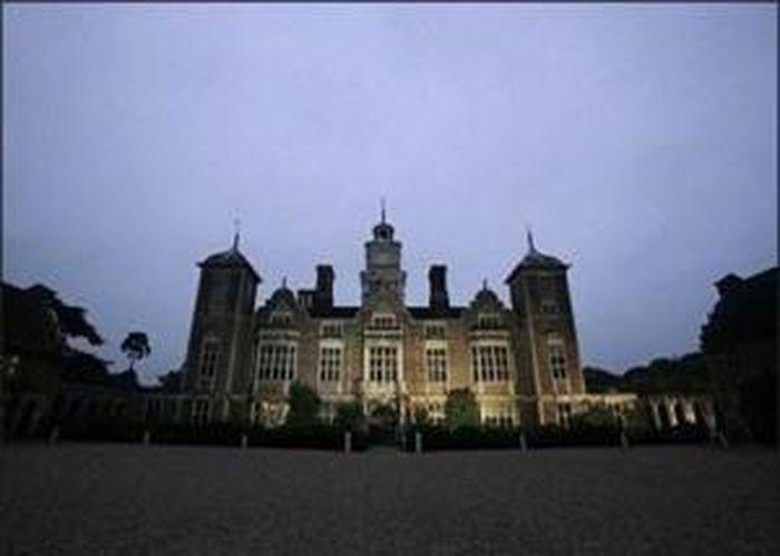 'Lạnh người' trước những lâu đài ma ám đáng sợ nhất thế giới