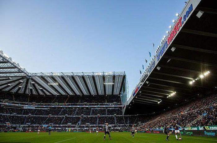 Ông chủ mới của Newcastle giàu nhất giải Ngoại hạng Anh