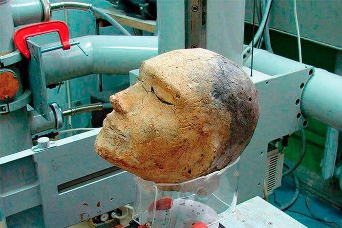 Bí ẩn gây sốc bên trong 'mặt nạ chết chóc' hơn 2.000 tuổi