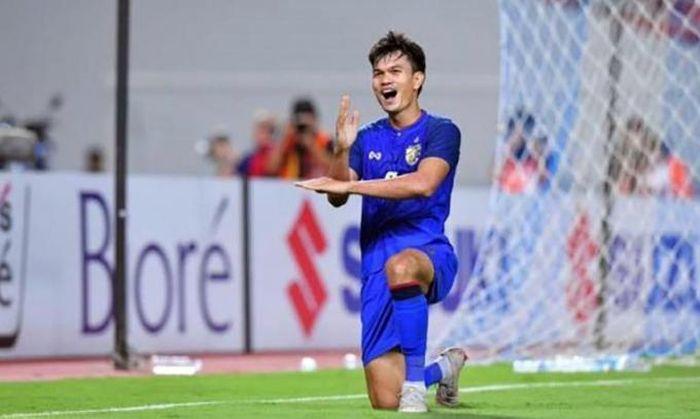 Tuyển thủ Thái Lan muốn sang V-League chơi bóng