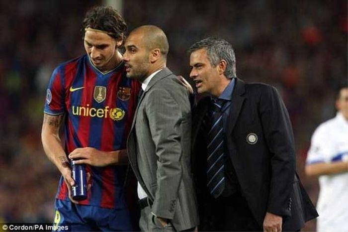 Mourinho tiết lộ lời thì thầm với Pep trong ngày loại Barca
