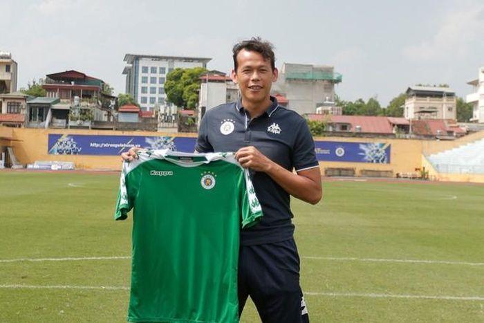 Vì sao đội bóng bầu Hiển được tuyển mộ Tấn Trường dù V-League hết hạn đăng ký?