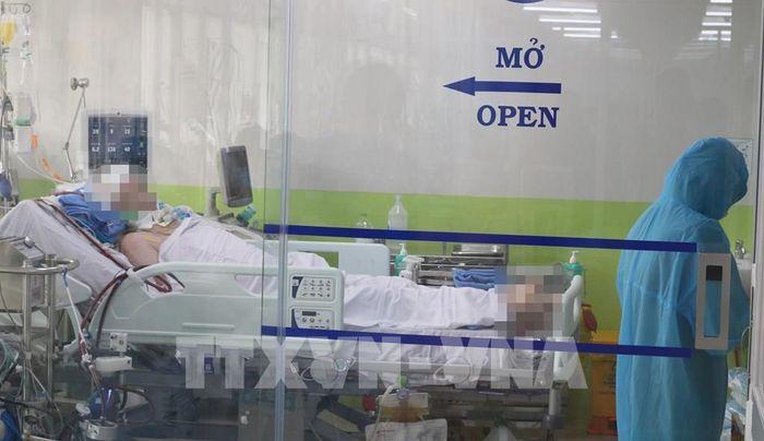Bệnh nhân 91 rơi nước mắt khi bác sĩ hỏi thăm