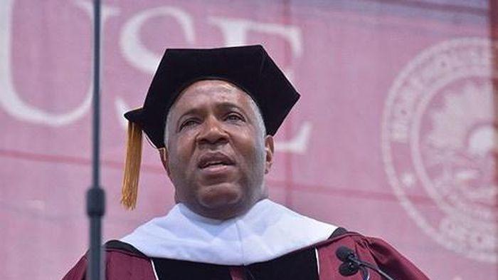 Tỷ phú Mỹ giúp trả nợ học phí 40 triệu USD cho sinh viên gốc Phi
