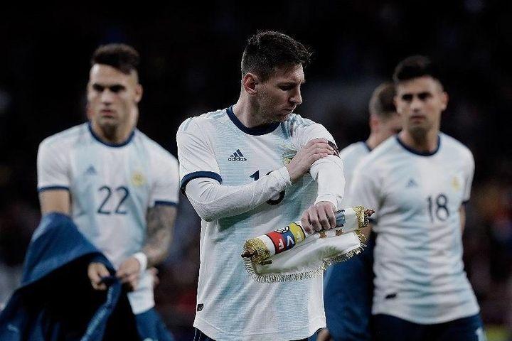 Giữa tâm bão chỉ trích, Messi làm điều bất ngờ