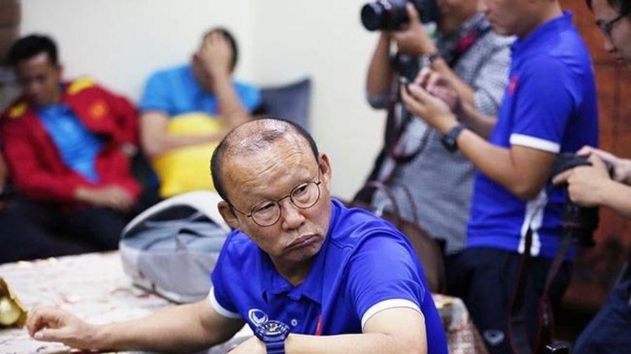 Tuyển Việt Nam 'vạ vật' chờ nhập cảnh ở Philippines