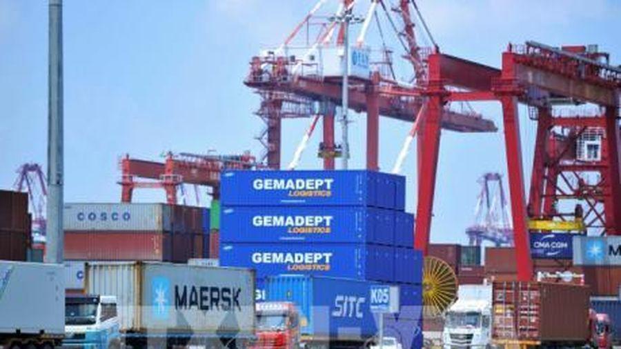 Xuất khẩu của Trung Quốc bất ngờ phục hồi tăng trưởng trong tháng